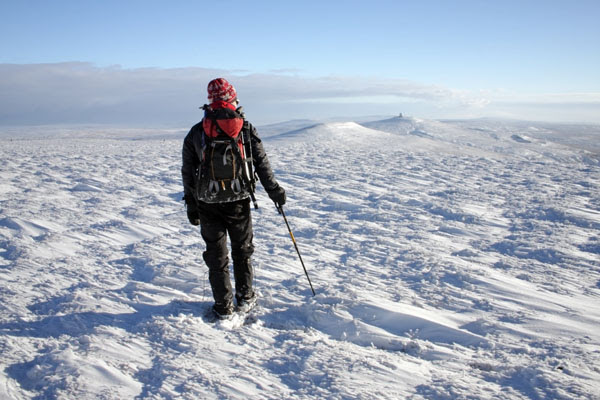 09-9897 Hill Walker in Winter on the Summit Plateau of Cross Fell and the View Towards Great Dun Fell. North Pennines