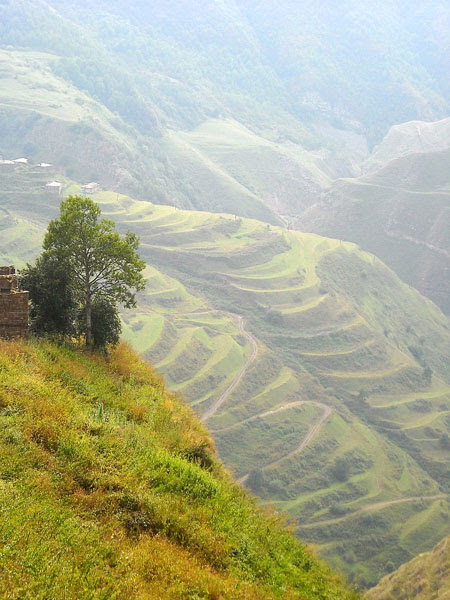 Горные склоны хранят древние легенды и предания, Кубачи / Фото из России