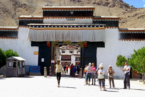 Entrance_to_Tashilhunpo_Monastery