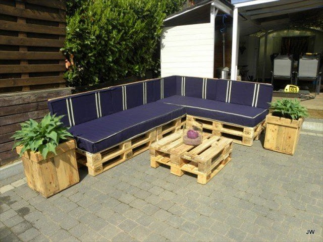 Finding Attractiveness in Pallet Yard Furniture | Pallet Furniture ...
