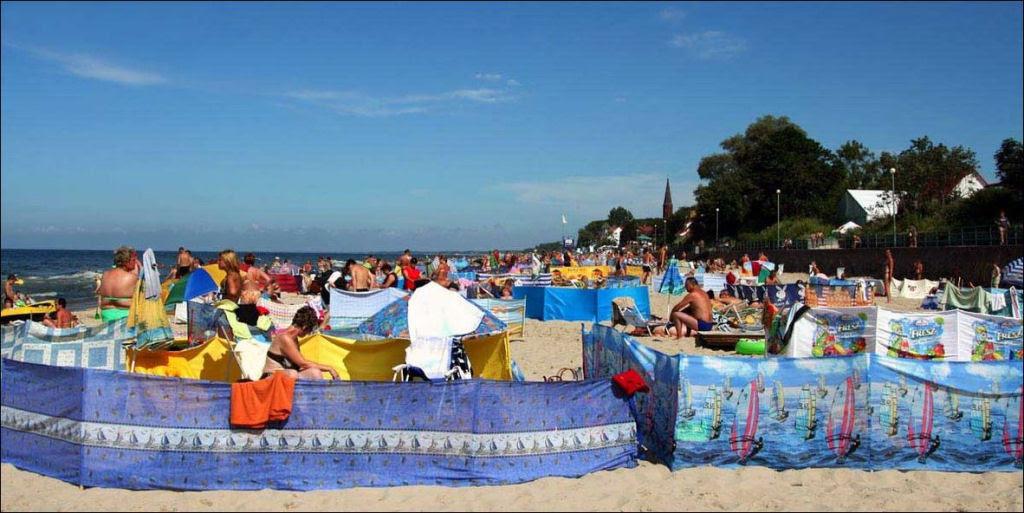 Separadores de espaço na praia, uma tradição polonesa 04