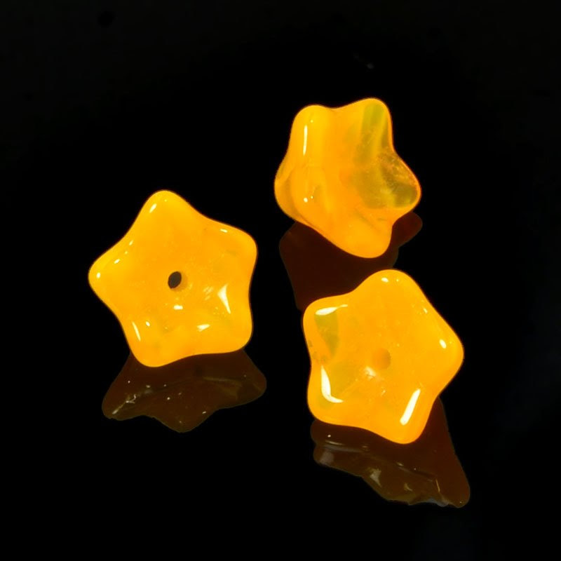 s35723 Glass Flowers - 9 x 5 mm Duckfoot Flowers - Apricot (25)