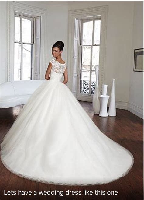How many sizes larger to order wedding dress for a 7 month