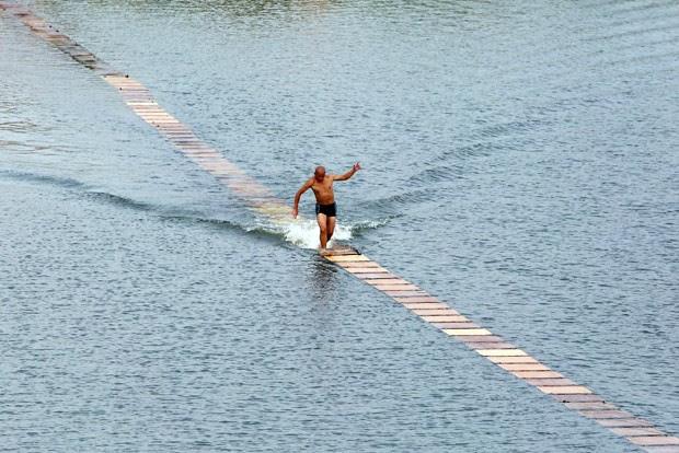Monge chinês mostrou excelente equilíbrio e grande velocidade (Foto: AFP)