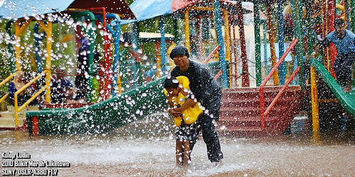 splashing moment by Kulop Ludin