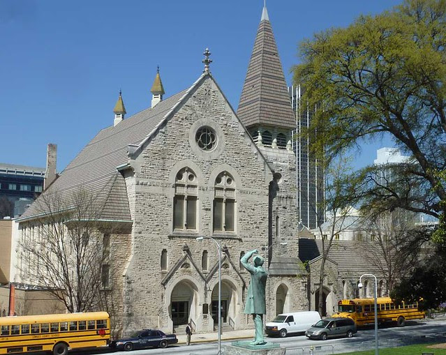 P1080697-2011-03-17-Central-Presbytrian-Church-Phoenix-Flies-East-Facade