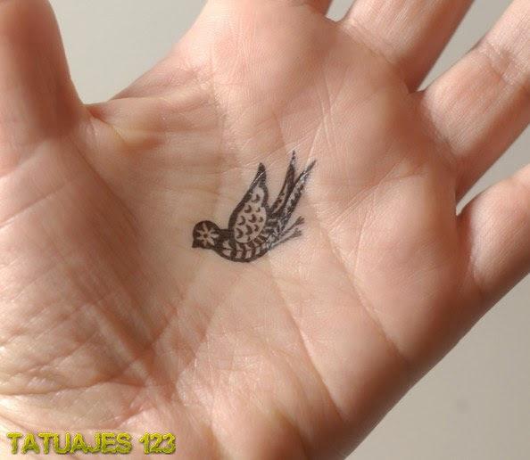 Tatuaje De Un Pájaro En La Mano Tatuajes 123