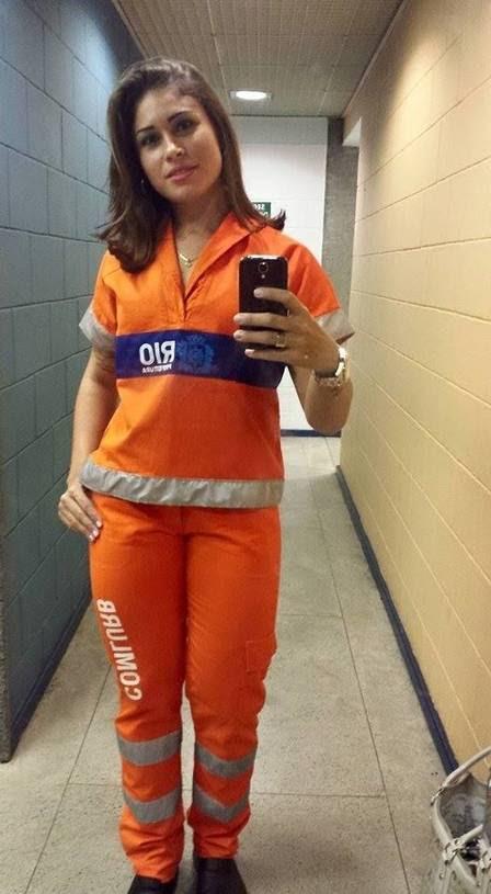 Rita Mattos com seu uniforme de trabalho