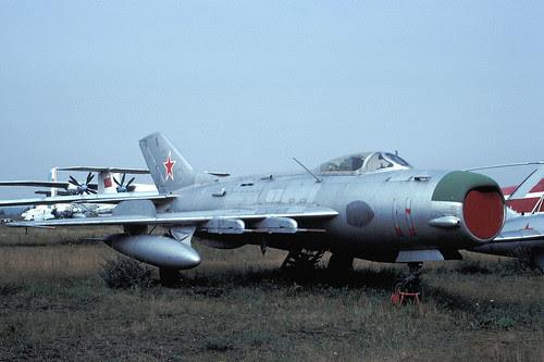 11r MiG-19