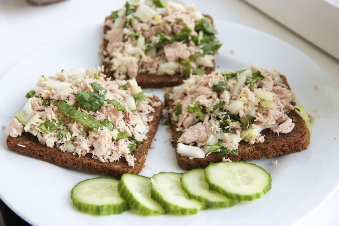 Klasik bir lezzetin kıtırlı yorumu: Ekmeğin üzerine ton balığı