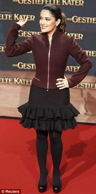Elegante: Salma usava saias, tanto a Madrid e Berlin estreia