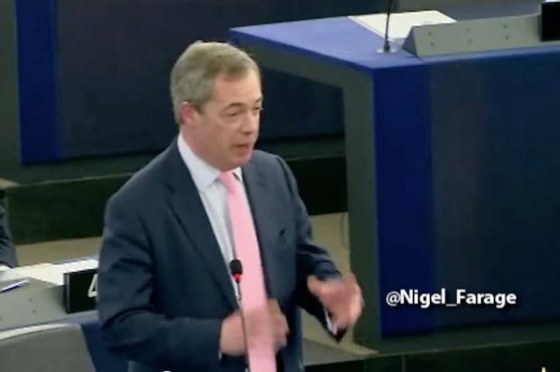 Πιο Έλληνας από πολλούς… Ο Φάρατζ τα… χώνει άγρια στο ευρωπαϊκό κοινοβούλιο υπερασπιζόμενος τη χώρα μας (Βίντεο)