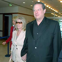 Mr. Gore arrived in Istanbul with his wife yesterday to give a presentation on climate change during a conference hosted by World Wildlife Fund, Turkey and Garanti Bank.