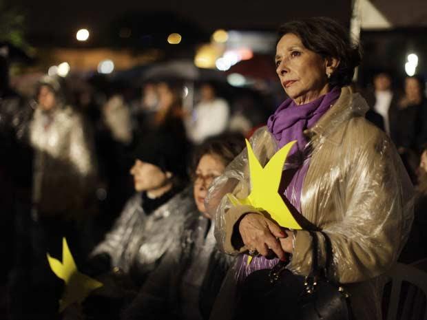 Parentes participam de missa durante inauguração do Memorial 17 de Julho, em homenagem às 199 vítimas do acidente do voo TAM JJ 3054 (Foto: Nelson Antoine/Foto Arena/AE)