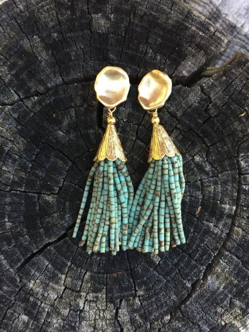http://www.audreyallmandesigns.com/collections/delicate/products/turquoise-short-tassel ☆ https://es.pinterest.com/iolandapujol/pins/ ☆ @ iola_pujol /