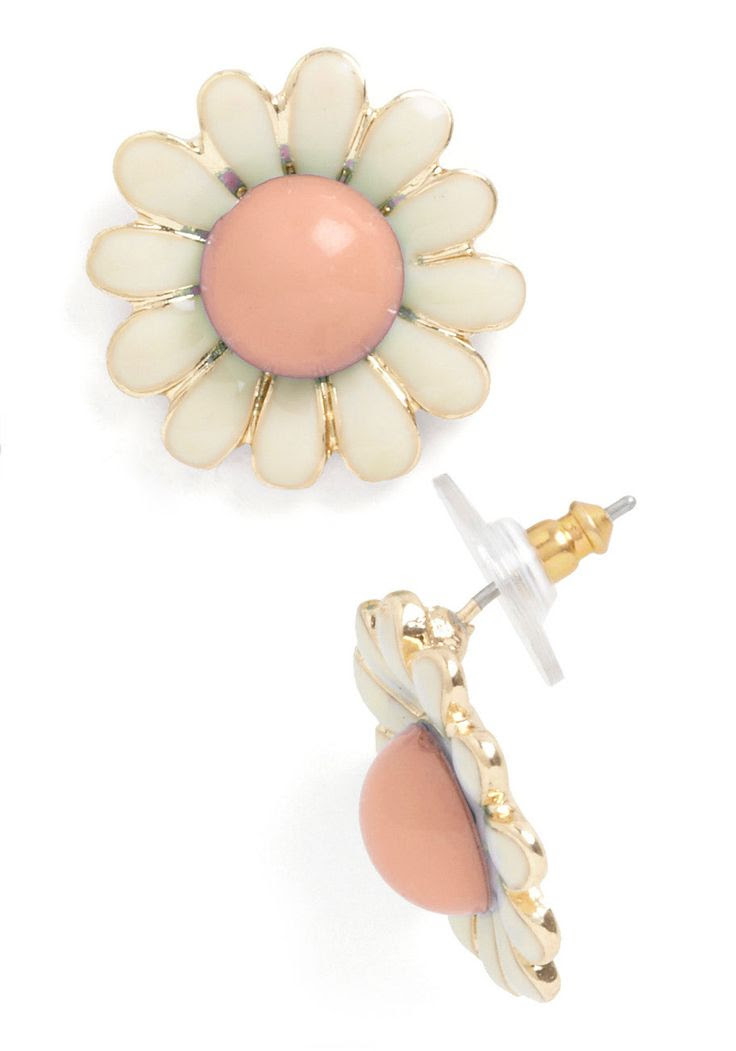 Whoopsie Daisy Earrings | Mod Retro Vintage Earrings | ModCloth.com $12.99