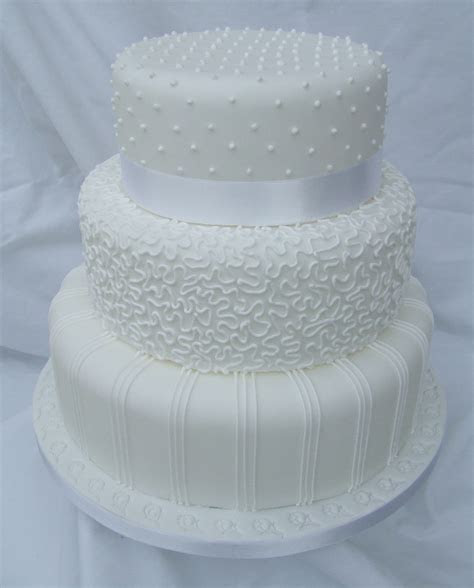 Decorating Wedding Cakes With Royal Icing