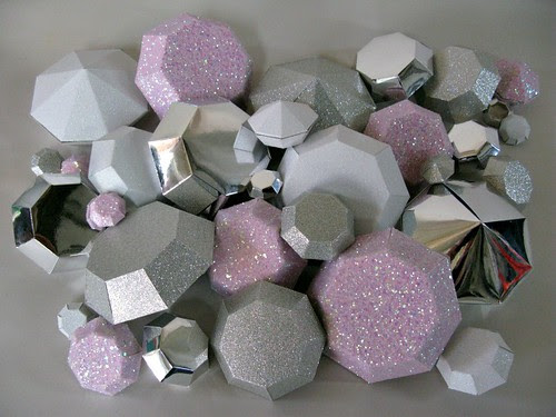 paper-sculpture-baubles
