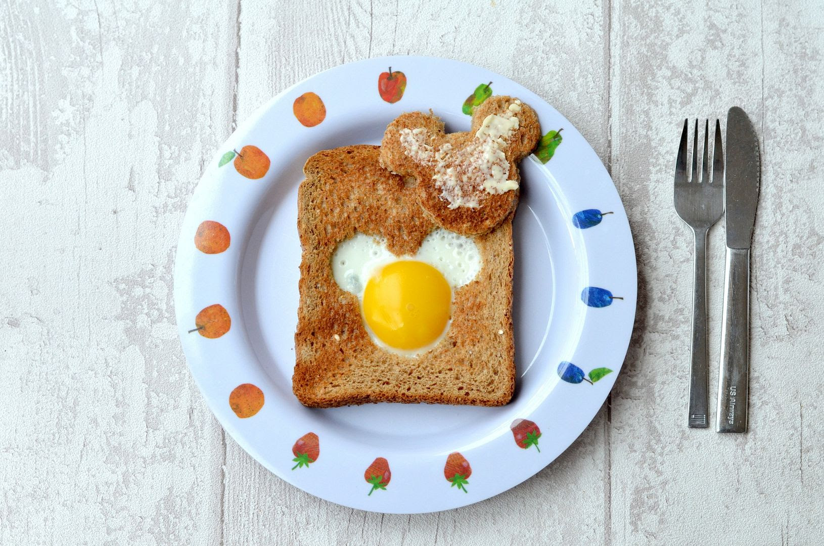 mickey mouse egg in toast