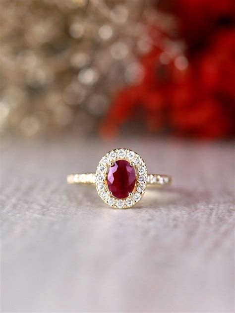 Irresistible Engagement Rings from Stones and Gold