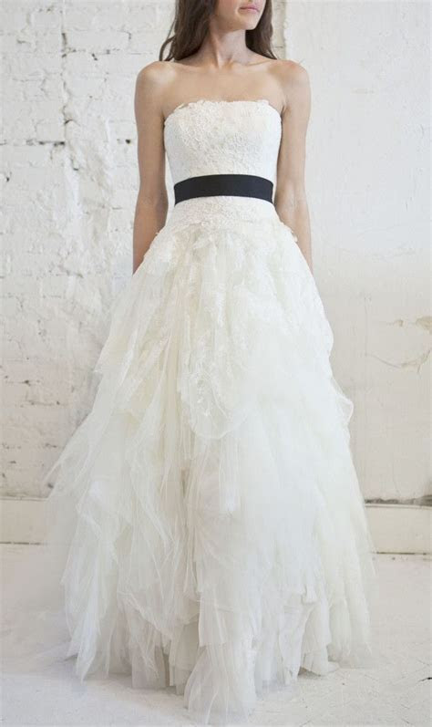 Vera Wang Eliza Lace Tulle Princess Wedding Dress   Nearly