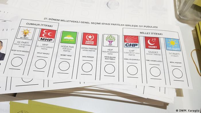 Deutschland Wahllokal der türkischen General Konsulat Köln (DW/M. Karagöz)