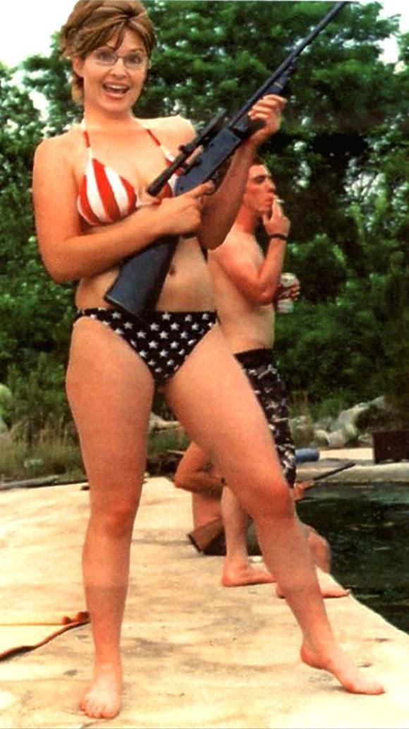 Centro comercial en Chicago, y Sarah Palin, integrante del poderoso club Tea Party. Promovida como adalid de la familia puritana estadounidense, no se inhibe para mostrar sexismo. Fue Miss Alaska y aspiró a la vicepresidencia de su país en la campaña electoral del también ultraderechista John McCain. Foto: Internet.