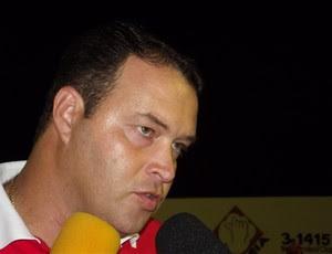 Roberto Fernandes, técnico do América-RN (Foto: Tiago Menezes)