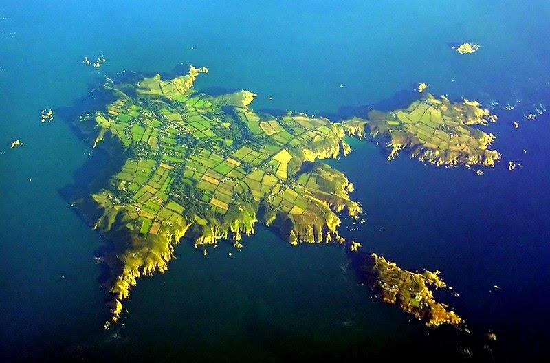 Archivo:Sark-aerial.jpg