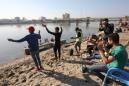 """Bagdad continúa su revolución sobre la arena, en """"Tahrir Beach"""""""
