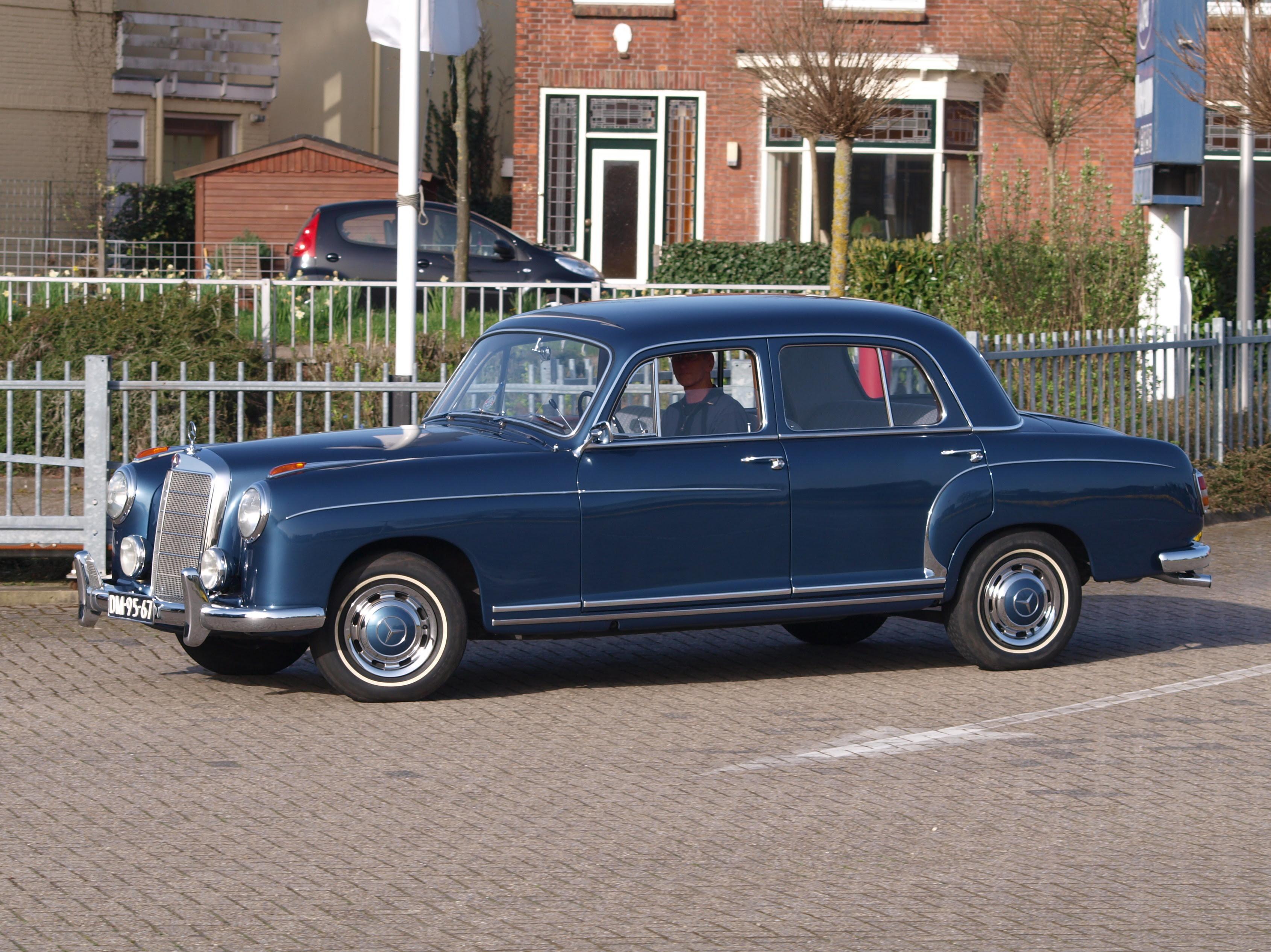 File:1959 Mercedes-Benz 220S pic3.JPG