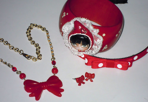 red outfit - acessories