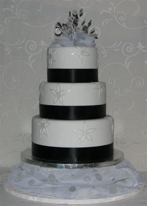 Black and silver wedding cakes   idea in 2017   Bella wedding