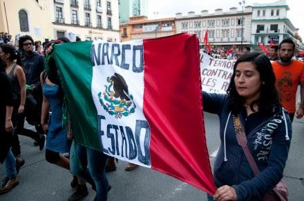 Veracruz. Miles exigen la aparición de los normalistas de Ayotzinapa. Foto: Miguel Ángel Carmona