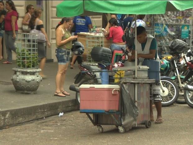 Ambulantes chegaram a ser cadastrados pela prefeitura. (Foto: Reprodução/ TV Amazonas)