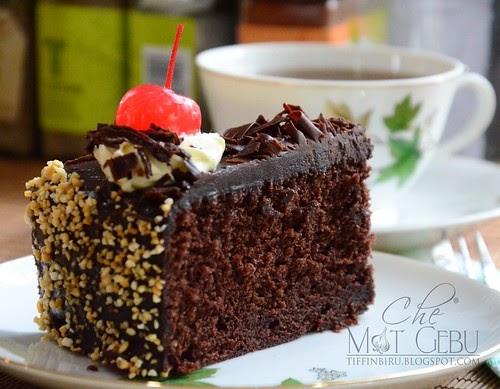 MOIST CHOCOLATE CAKE.....