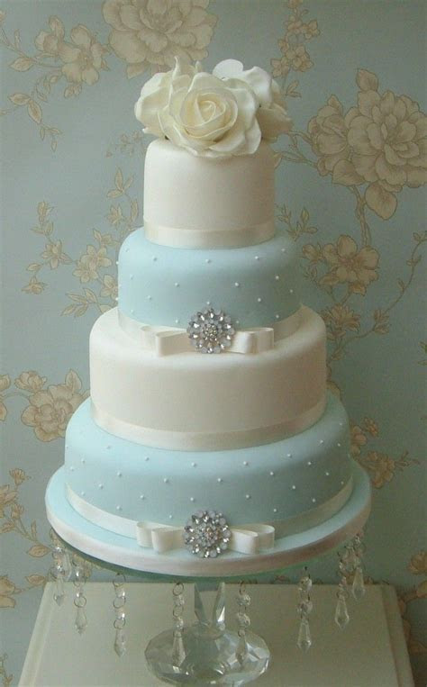 Best 10  Quilted wedding cakes ideas on Pinterest   Royal