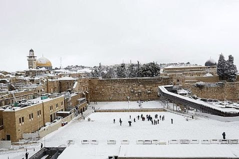 Neither snow nor rain nor heat nor gloom of night stays Jews from the swift completion of their appointed rounds.
