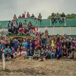 ECOESCUELA. En la construcción participó un grupo de alrededor de 200 personas de diversas edades y de más de 30 países de origen.