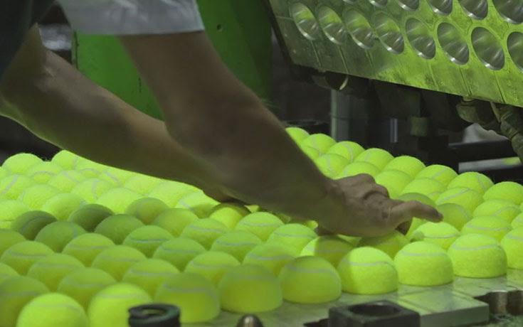 Μπαλάκια του τένις: Η διαδικασία παραγωγής τους θα σας κάνει να κολλήσετε
