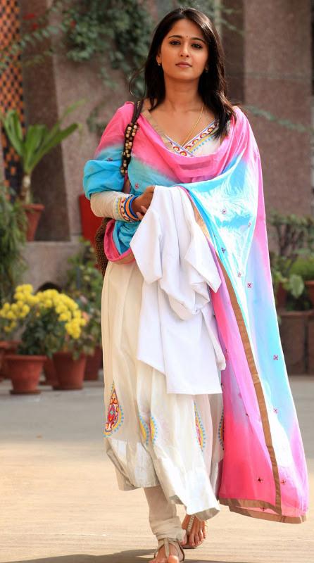 anushka hot photos in siva thandavam 15 Anushka Hot Photos in Siva Thandavam