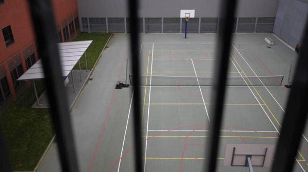 Una prisión con cancha de tenis y baloncesto en La Haya (Reuters)