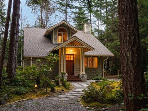 small house exteriors classic exterior house design small