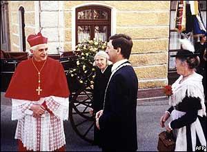 Joseph Ratzinger visita el pueblo donde realizó sus estudios primarios.