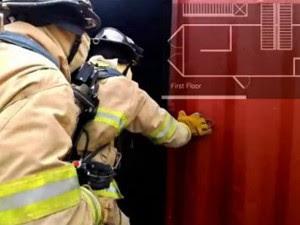 App exibe plantas de prédios em chamas e alerta bombeiros sobre saídas de emergência (Foto: BBC)