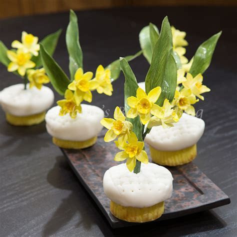 Daffodil Cupcakes, for a Sweet Wedding   5thavenuecakedesigns