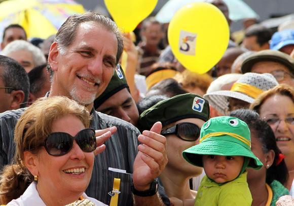 René González en marcha por Los Cinco junto a los jóvenes y los artistas en la capital. Foto: Ismael Francisco/Cubadebate.