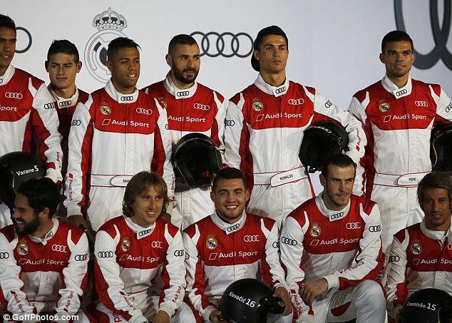 Después de ser presentado con sus nuevos coches de los jugadores disfrutaron de una mancha de karting