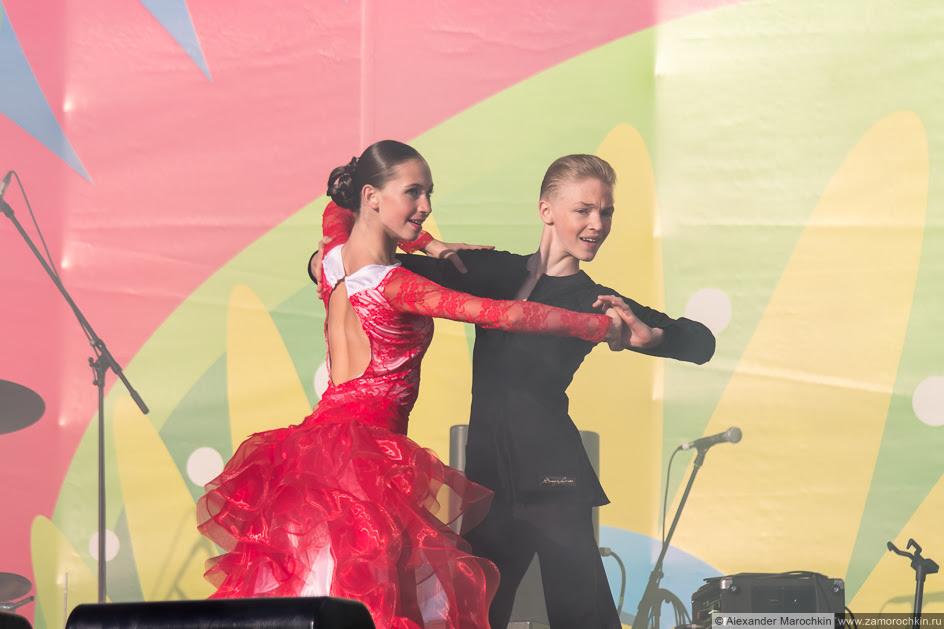Исполнение аргентинского танго на сцене в Саранске