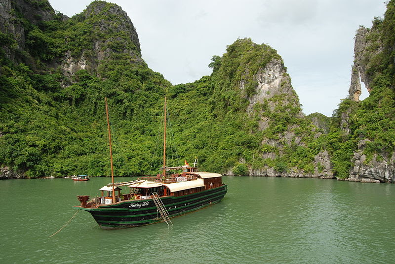 File:Ha Long öböl.jpg